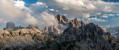 Panorama szczyty w dolomitach obrazy stock
