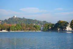 Panorama sztuczny jezioro miasto Kandy Sri Lanka Zdjęcia Royalty Free