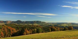 Panorama tchèque de montagnes d'été Photographie stock