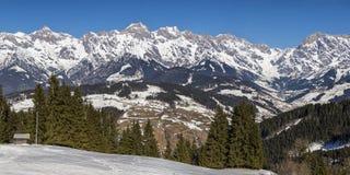 Panorama temprano de las montañas de la primavera Fotos de archivo libres de regalías