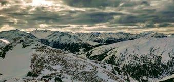 Panorama in Tirol tijdens Skireis stock afbeeldingen