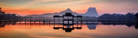 Panorama étonnant de paysage de parc au lever de soleil Photos stock