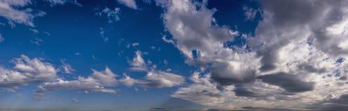 Panorama tormentoso das nuvens com céu azul Imagem de Stock Royalty Free