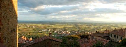 Panorama toscano en la puesta del sol Foto de archivo libre de regalías