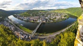 Panorama Traben Trarbach miasteczko, Środkowa Moselle rzeka, Niemcy Fotografia Stock