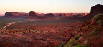 Panorama tribale della sosta dell'indiano di Navajo della valle del monumento Immagine Stock