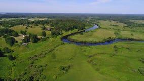 Panorama Trigorskoe och floden Sorot Sunny June dag Pushkin berg, Ryssland arkivfilmer