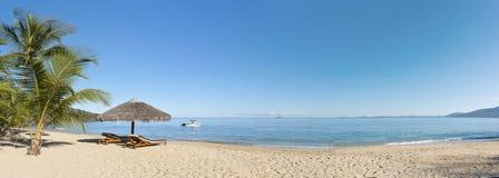 Panorama tropicale della spiaggia Fotografia Stock Libera da Diritti