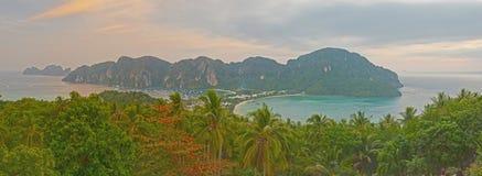 Panorama tropikalny krajobraz. Phi wyspa, Tajlandia. Zdjęcie Stock