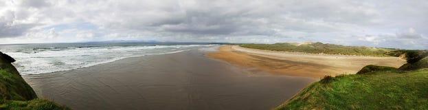 Panorama- Tullan strand, Bundoran Donegal ireland royaltyfria foton