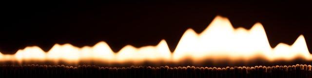 Panorama, udziały matchsticks pali w ogieniu i płomieniach Zdjęcia Stock