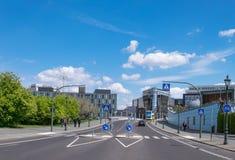 Panorama ulica z nowożytnymi budynkami w Środkowym Berlin Zdjęcia Royalty Free