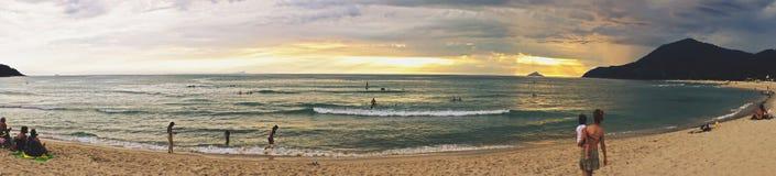 Panorama un giorno di estate dalla spiaggia Brasile di Maresias Priorità bassa molle del fuoco Fotografia Stock