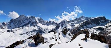Panorama uppifrån av berget Gokyo Ri, Nepal härligt Arkivfoton