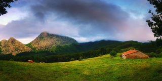 Panorama Urkiola pasmo górskie obrazy royalty free