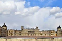 Panorama Uroczysty pałac w Gatchina w słońcu pod cl Fotografia Royalty Free