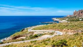 Panorama- väg som ska köras över medelhavet Lös coastli arkivbilder
