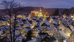 Panorama vago di un villaggio di inverno Fotografie Stock Libere da Diritti