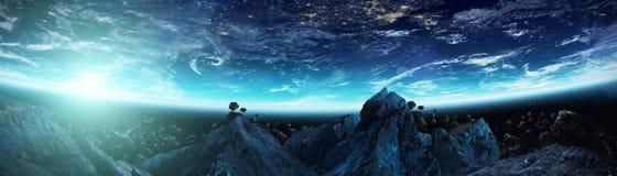 Panorama van aarde met asteroïden die dichte 3D vliegen aangaande Stock Afbeelding