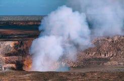 Panorama van actieve Kilauea-vulkaankrater stock afbeelding