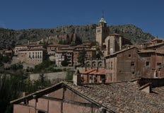 Panorama van Albarrazin met de kerk royalty-vrije stock afbeelding
