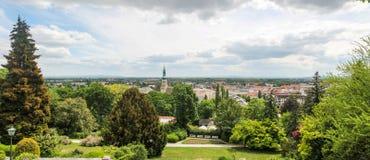 Panorama van Baden en Pfarrkirche oostenrijk stock fotografie