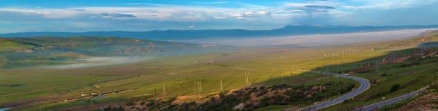 Panorama van bergen en steppen Royalty-vrije Stock Foto's