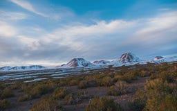 Panorama van bergen - hemelscenics - aard 2018 royalty-vrije stock afbeeldingen