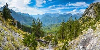 Panorama van bergen in het noorden van Albanië Stock Afbeeldingen