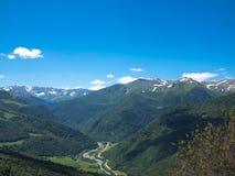Panorama van bergen met wolken Royalty-vrije Stock Foto's
