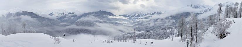Panorama van bergen in Rosa Khutor Alpine Resort Stock Foto's