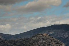 Panorama van bergen in Spanje bewolkte dag stock foto's