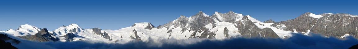 Panorama van bergen in Valais, Zwitserland stock afbeeldingen