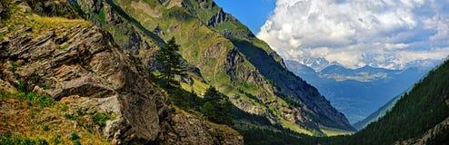 Panorama van bergvalle dAosta royalty-vrije stock afbeelding