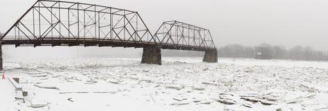 Panorama van bevroren Susquehanna-Rivier met ijsblokken Royalty-vrije Stock Foto