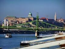 Panorama van Boedapest met Bruggen, de Donau en het Kasteel Royalty-vrije Stock Afbeelding