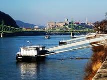 Panorama van Boedapest met Bruggen, de Donau en het Kasteel Stock Afbeelding