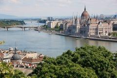 Panorama van Boedapest met de Donau en het Parlement, Hongarije Stock Foto's