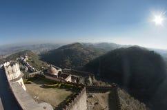 Panorama van boven op het kumbhalgarhfort royalty-vrije stock afbeelding