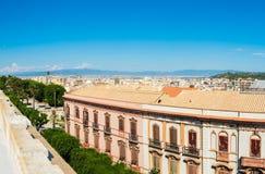 Panorama van Cagliari op een duidelijke dag Stock Fotografie