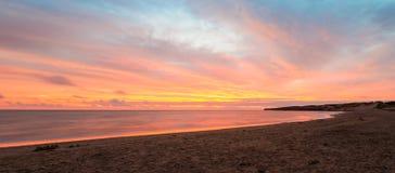 Panorama van Cavendish-strand bij de barst van dageraad stock fotografie