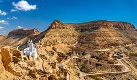 Panorama van Chenini, een versterkt Berber-dorp in Zuid-Tunesië stock fotografie