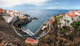 Panorama van Chica-strand in Puerto DE Santiago in Los Gigantes, Tenerife, Canarische Eilanden, Spanje stock foto's