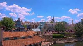 Panorama van Cinderella Castle en promenade van Stoomboot Liberty Square bij Magisch Koninkrijk stock video
