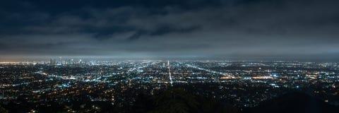 Panorama van cityscape van Los Angeles bij nacht royalty-vrije stock afbeelding