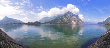Panorama van Como-Meer in Lecco-stad, Italië Stock Afbeeldingen