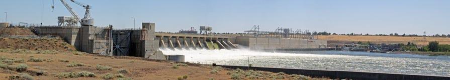 Panorama van dam Stock Foto's