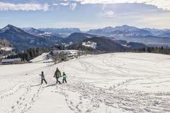 Panorama van de Alpen zoals die van berg Gaisberg in Salzburg wordt gezien royalty-vrije stock foto's