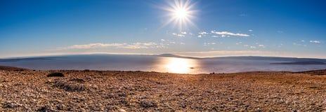Panorama van de archipel van Eilandcres vóór de zonsondergang stock afbeeldingen