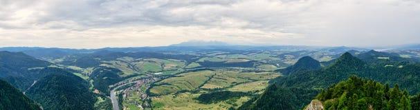 Panorama van de berg van Trzy Korony, Pieniny, Polen Stock Fotografie